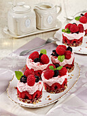 Raspberry tartlets with cashew base