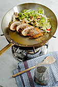 Flambéed chicken fillets with white poppy seeds and leek-mushroom medley