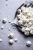 White mini meringue