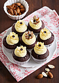 Amaretto muffins with Philadelphia topping