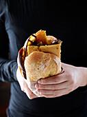 Cinque e cinque di Livorno (Sandwich with chickpea cake, Tuscany, Italy)