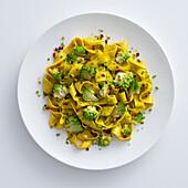 Pappardelle in giallo cn pesto di pistacchi