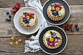 Vegan berry-and-almond tartlets with white chocolate-and-coconut cream