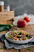 Linguine with fresh tomato sauce and zucchini