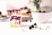 Currant yoghurt cake with erythritol