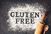 'Gluten free' Schriftzug in Mehl