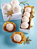 No-Bake Coconut Balls (Raffaello)