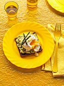 Poached egg with avocado cream on wholemeal bread