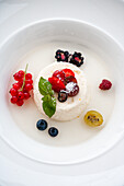 Semolina flummery with elderberry soup