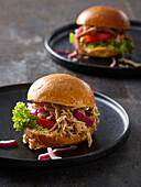 Mini burgers with pulled pork