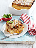 Gratinated macaroni with mincemeat