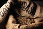 Jutesack mit Kaffeebohnen aus Brasilien