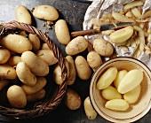 Frische Kartoffeln werden geschält