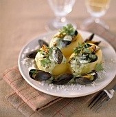 Potatoes filled with mussels