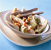 Artichoke salad with strips of poultry