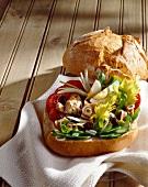 Pan bagnat (Brötchen mit Nizzasalat)