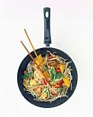 Gemüse und Fleisch im Wok