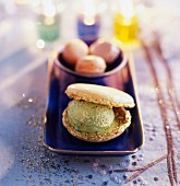 Tea-flavored ice cream macaroons