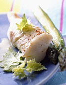 Fillet of fish with asparagus
