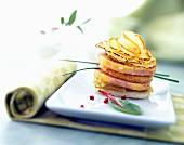 Schichttörtchen mit Apfel und Foie Gras