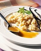 Vanille-Reis mit kalter Aprikosensauce