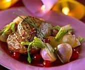Steak vom Reh mit Rübchen und Johannisbeersauce