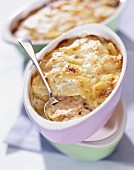 Potato and salmon cheese-topped dish