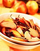 Pfirsichsuppe mit Wein und Gewürzen