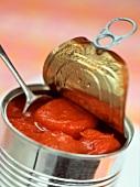Ganze Tomaten in der Dose
