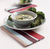 Brokkoli mit grüner Kräutersauce