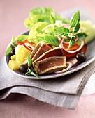 Salade Niçoise mit frischem Thunfisch und Mango