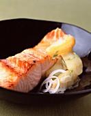 Salmon roasted in black tea