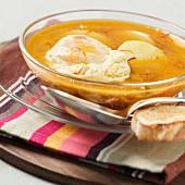 Bouillabaisse borgne (Kartoffel-Gemüse-Eintopf mit pochierten Eiern, Camargue)