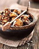 Sautiertes Hähnchen mit Erdnüssen