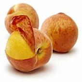 Frischer Pfirsich mit abgezogener Haut