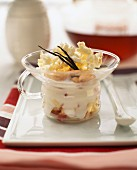 Obstsalat mit Fromage blanc und Popcorn