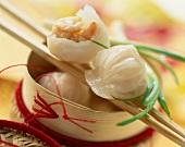 Gedämpfte, asiatische Shrimp-Teigtaschen
