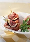 Parma ham and fresh fig bite-size brochettes