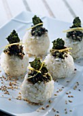 Rice sushis with seaweed tartare
