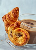 Coffee with milk and viennoiseries