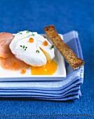 Pochiertes Ei mit Lachs
