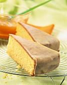 Biskuitkuchen mit Aprikosenglasur