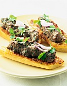 Minced meat on toast