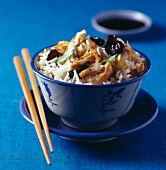 rice with chicken and black mushrooms