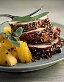 Jungschweinerücken mit Gewürzkruste und Ananas