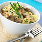 farfalle pasta with chicken and mushrooms