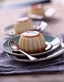 Flan (Traditioneller Eierpudding mit Karamellsauce)