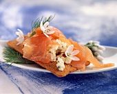 Smoked salmon and onion flower open sandwich