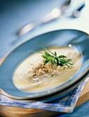 Sämige Hähnchensuppe
