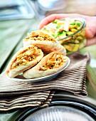 Pita-Sandwich mit Hähnchen und Avocadosalat